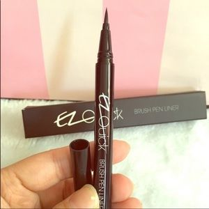Bundle 3 of the Black quick Brush liquid eyeliner